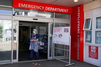Imagen de archivo de una enfermera de recepción esperando por pacientes en el Departamento de Emergencias del Hospital Frimley Park en Surrey, Reino Unido. 22 de mayo, 2020. Steve Parsons/Pool via REUTERS/Archivo