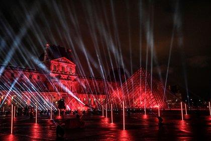 El DJ francés David Guetta brindará un concierto en la pirámide del Museo de Louvre, en París, para celebrar el nuevo año (STEPHANE DE SAKUTIN/ AFP)