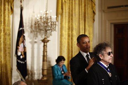 El presidente Barack Obama otorga a Bob Dylan la Medalla Presidencial de la Libertad en la Casa Blanca en Washington el 29 de mayo de 2012. (Luke Sharrett/The New York Times)