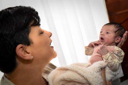 """""""Fue difícil pero nunca, nunca, nunca me arrepentí. Quería que ella pudiera vivir la felicidad que yo había vivido cuando fui mamá"""" (Gentileza Rocío Peña/Fotografía)"""