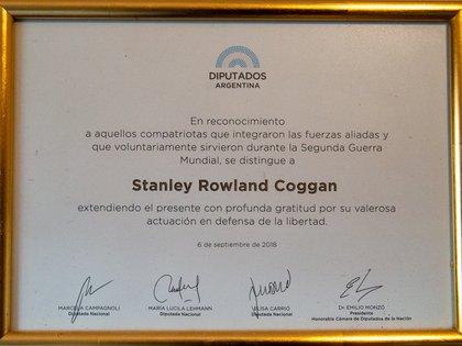 El diploma que en 2018 le entregaron a él y otros combatientes argentinos en la Segunda Guerra Mundial en la Cámara de Diputados de la Nación