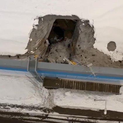 Así quedó el techo del complejo deportivo en Rusia.
