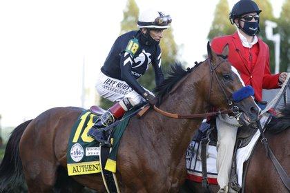 El jockey John Velázquez sobre Authentic, ganador del Derby de Kentucky 2020 (USA TODAY Sport)s