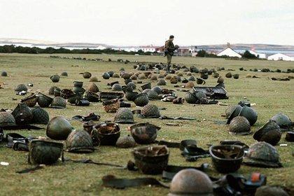 La guerra de Malvinas dejó 649 muertos argentinos, 255 británicos y 3 civiles isleños