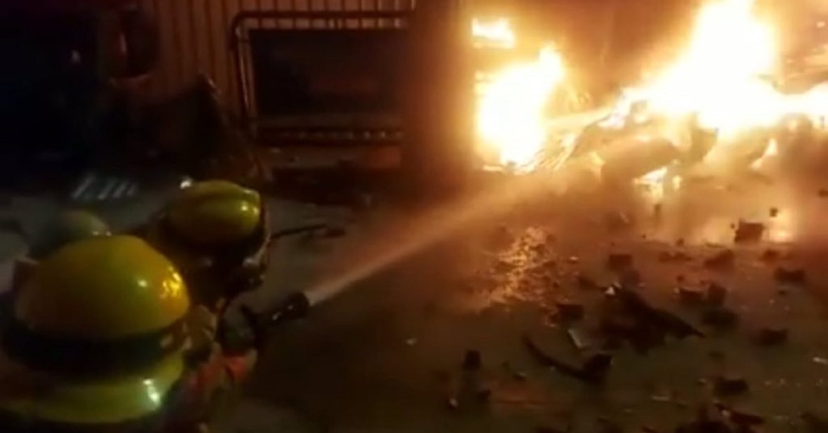 Video | Noche de horror en Madrid, Cundinamarca: vándalos incendiaron  estación de Policía - Infobae