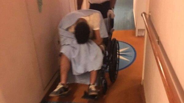 Algunos jóvenes estaban tan ebrios que debían ser trasladados en sillas de ruedas