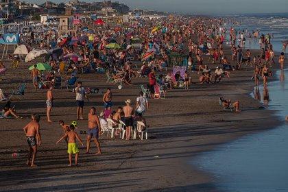 Una postal de las playas de Pinamar en las vacaciones estivales de 2021 (Diego Medina)