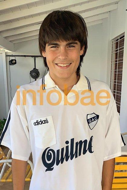 Luka Romero con la camiseta de Quilmes que alguna vez usó su padre: es fanático del Cervecero