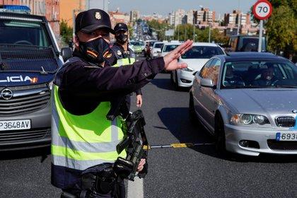 España: el gobierno estudia declarar el estado de alarma para imponer el  toque de queda y frenar la segunda ola - Infobae