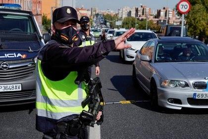 Control de tránsito de la Policía Nacional en Madrid (Reuters)