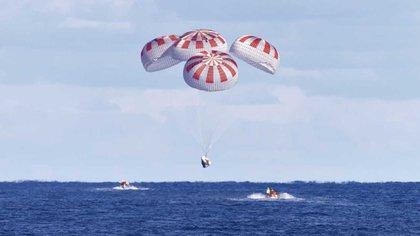 SpaceX realizó varias pruebas del amarizaje asistido por paracaídas de la cápsula Dragon antes del lanzamiento. (Foto. NASA/Cory Huston)