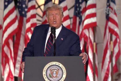 """28/08/2020 EEUU.- Trump afirma que EEUU """"resurgirá más fuerte"""" tras derrotar al COVID-19 y acusa a Biden de rendirse ante el virus.  Trump se ha presentado como el mejor presidente para la comunidad afroamericana desde George Washington Ha asegurado que Joe Biden """"no es el salvador"""", sino """"el destructor de la economía estadounidense"""".  POLITICA NORTEAMÉRICA ESTADOS UNIDOS NORTEAMÉRICA INTERNACIONAL REPUBLICAN NATIONAL CONVENTION V / ZUMA PRESS / CO"""