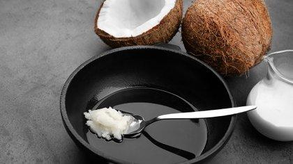 El aceite de coco es utilizado como alimento habitual en países como Tailandia, Filipinas y Malasia (Shutterstock)