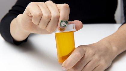 El sensor mide la forma en que la uña se dobla y se mueve en actividades diarias