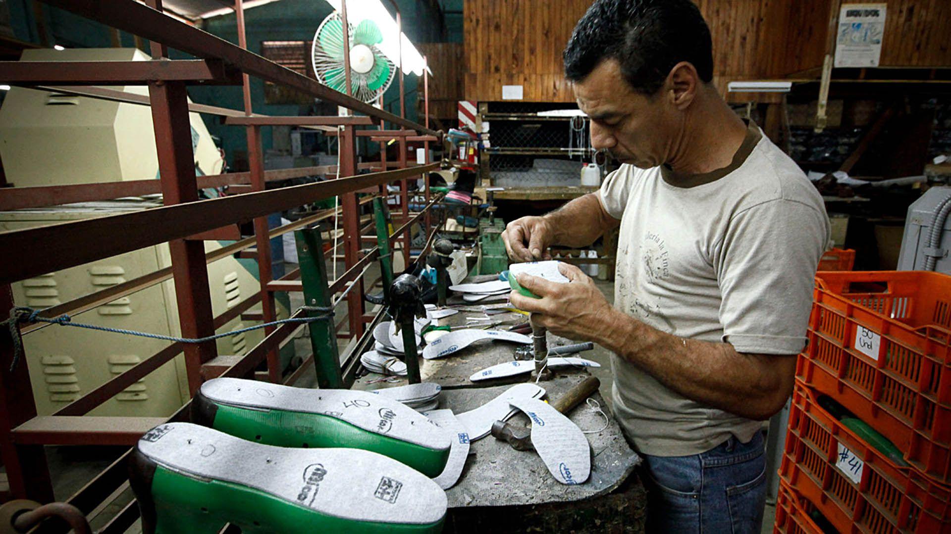 La industria de calzado es una de los tantas que está parads y que ya venía golpeada de los últimos cuatro años