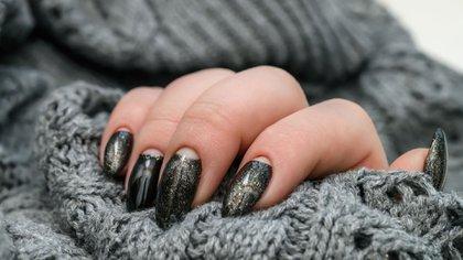 Los colores oscuros siempre fueron los protagonistas del invierno, sin embargo los neón le sacaron el protagonismo (Shutterstock)
