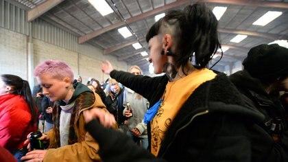 Algunos asistentes se enfrentaron con la policía, que no pudo detener el evento (Photo by JEAN-FRANCOIS MONIER / AFP)