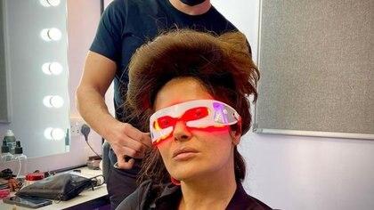 Como en película de ciencia ficción: así lució Salma Hayek con extraño tratamiento para las ojeras