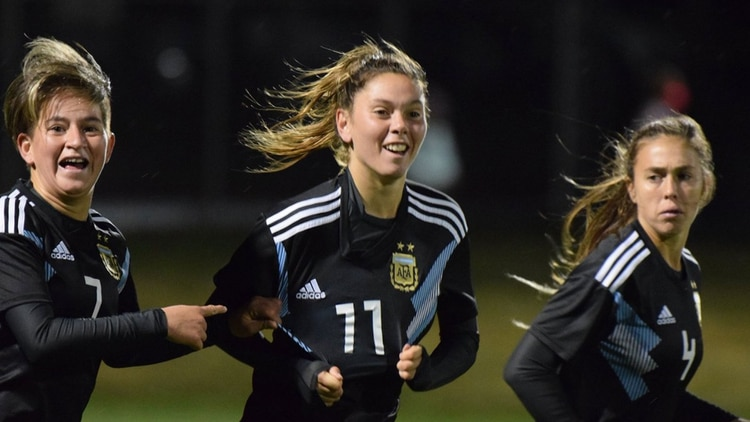 """Mili"" Menéndez festeja su gol en el primer amistoso (@Argentina)"