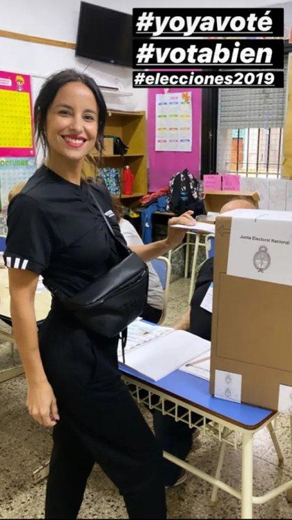 Recientemente recuperada de su operación, Lourdes Sánchez votó en una escuela de Colegiales