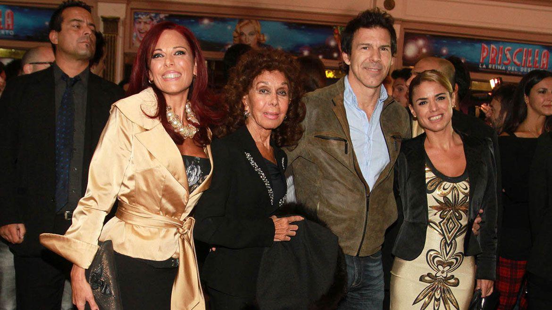 Tras la muerte de Juan Carlos Calabró, Coca se apoyó en el cariño de sus hijas (Verónica Guerman / Teleshow)