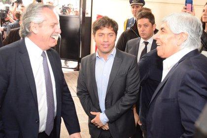 Alberto Fernández, Axel Kicillof y Hugo Moyano, durante la inauguración del Sanatorio Antártida