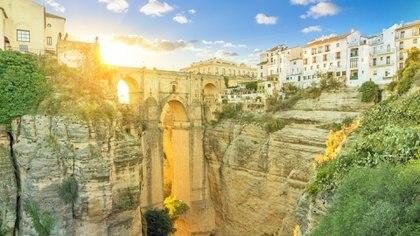 El Puente Nuevo, uno de los lugares más elegidos por los turistas por su imponente altura de más de 100 metros (Getty Images)