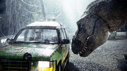 Un clásico: el T-Rex ataca un auto del parque temático