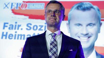 Norbert Hofer, nuevo líder del FPÖ, se dirige a sus partidarios tras las elecciones del 29 de septiembre (REUTERS/Bernadett Szabo)