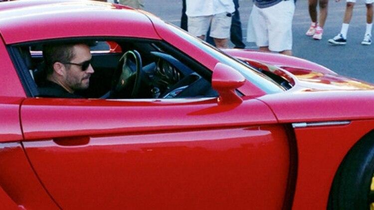 La última foto de Paul Walker con vida. Minutos después, tanto el actor como su amigo Roger Rodas morían tras chocar su auto en California