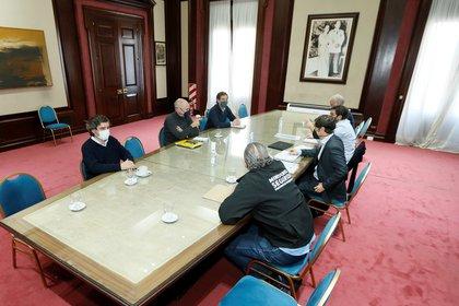 Axel Kicillof, Horacio Rodríguez Larreta y algunos de sus colaboradores, ayer, en La Plata