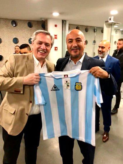 El presidente electo fue recibido en el aeropuerto por el funcionario mexicano Maximiliano Reyes Zúñiga, organizador del viaje de Alberto Fernández