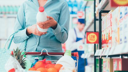 De aprobarse el proyecto, los alimentos y bebidas no alcohólicas empezarán a tener octógonos de color negro con letras blancas en mayúsculas, que determinen los valores mínimos y máximos de calorías, azúcar, grasas, sodio u otros nutrientes dentro de los límites de la Organización Panamericana de la Salud (OPS) (Shutterstock)