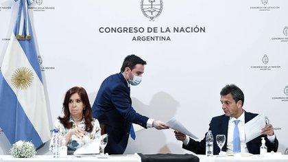 Cristina KIrchner y Sergio Massa, los encargados de la Asamblea Legislativa, esta vez en condiciones inéditas