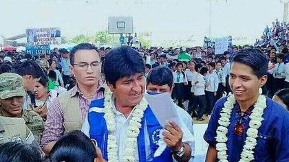 Andrónico Rodríguez, líder del MAS, con Evo Morales en foto de archivo