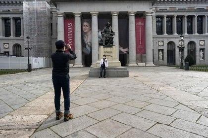 Foto de archivo de la entrada del Musel del Prado, en Madrid, en  medio de la pandemia de coronavirus.  Mar 12, 2020. REUTERS/Juan Medina