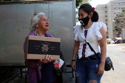 La hija del fundador del Cártel de Sinaloa, Alejandrina Guzmán ha realizado distintos repartos en Guadalajara, Jalisco (Foto:REUTERS/Fernando Carranza)