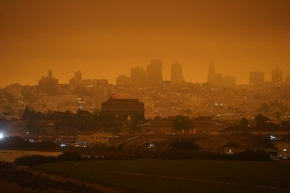 El horizonte en la distancia detrás de Crissy Field es apenas visible con el humo de los incendios forestales en la mañana del miércoles 9 de septiembre de 2020, en San Francisco. (Foto AP/Eric Risberg)