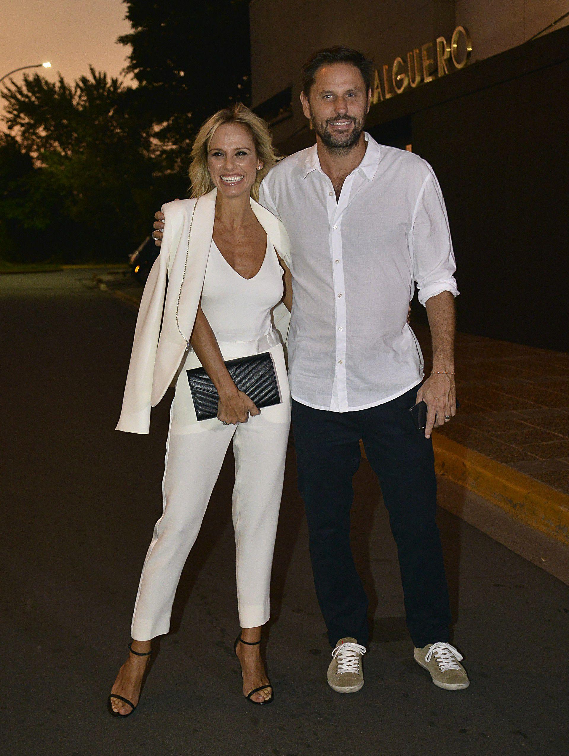 Mariana Fabbiani y su marido Mariano Chihade cumplieron con la indicación de ir vestidos de blanco