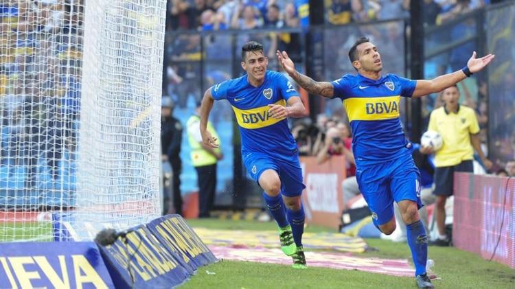 Carlos Tevez y Cristian Pavóndurante el debut de Boca en la Copa Argentina 2016