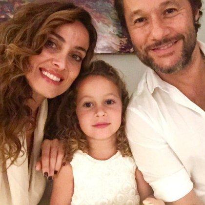 Diego Torres Y Débora Bello, con quien está en pareja desde hace 16 años. Juntos, son padres de Nina.