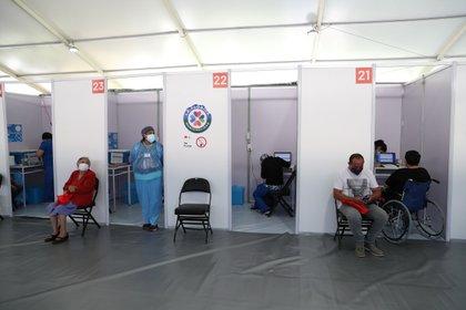 Un centro de vacunación en Florida. Foto: REUTERS/Ivan Alvarado