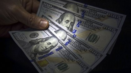El precio del dólar acumula un alza de 58% en el transcurso de 2019.(NA)