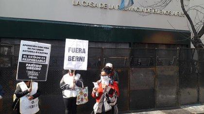 Los manifestantes pidieron la renuncia del ministro de Seguridad bonaerense Sergio Berni (@amandamartinok)