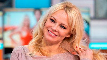 La estrella de Baywatch, Pamela Anderson, de 53 años, se enamoró mientras estaba en cuarentena. La actriz se casó con su guardaespaldas Dan Hayhurst, un constructor de su ciudad natal, en una ceremonia íntima de Nochebuena en la isla de Vancouver (Shutterstock)