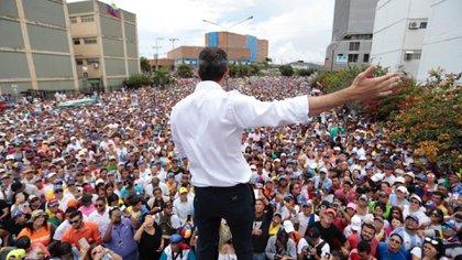 juan Guaidó es reconocido como presidente interino de Venezuela por más de 50 países. Desde enero pasado, recorre el país y logra convocar masivas marchas en contra del dictador Nicolás Maduro