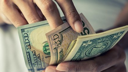El Contado con liquidación cedió 0,5% a $78,11, mientras el dólar Bolsa o MEP perdió 1,3% a 72,92 pesos (Shutterstock)