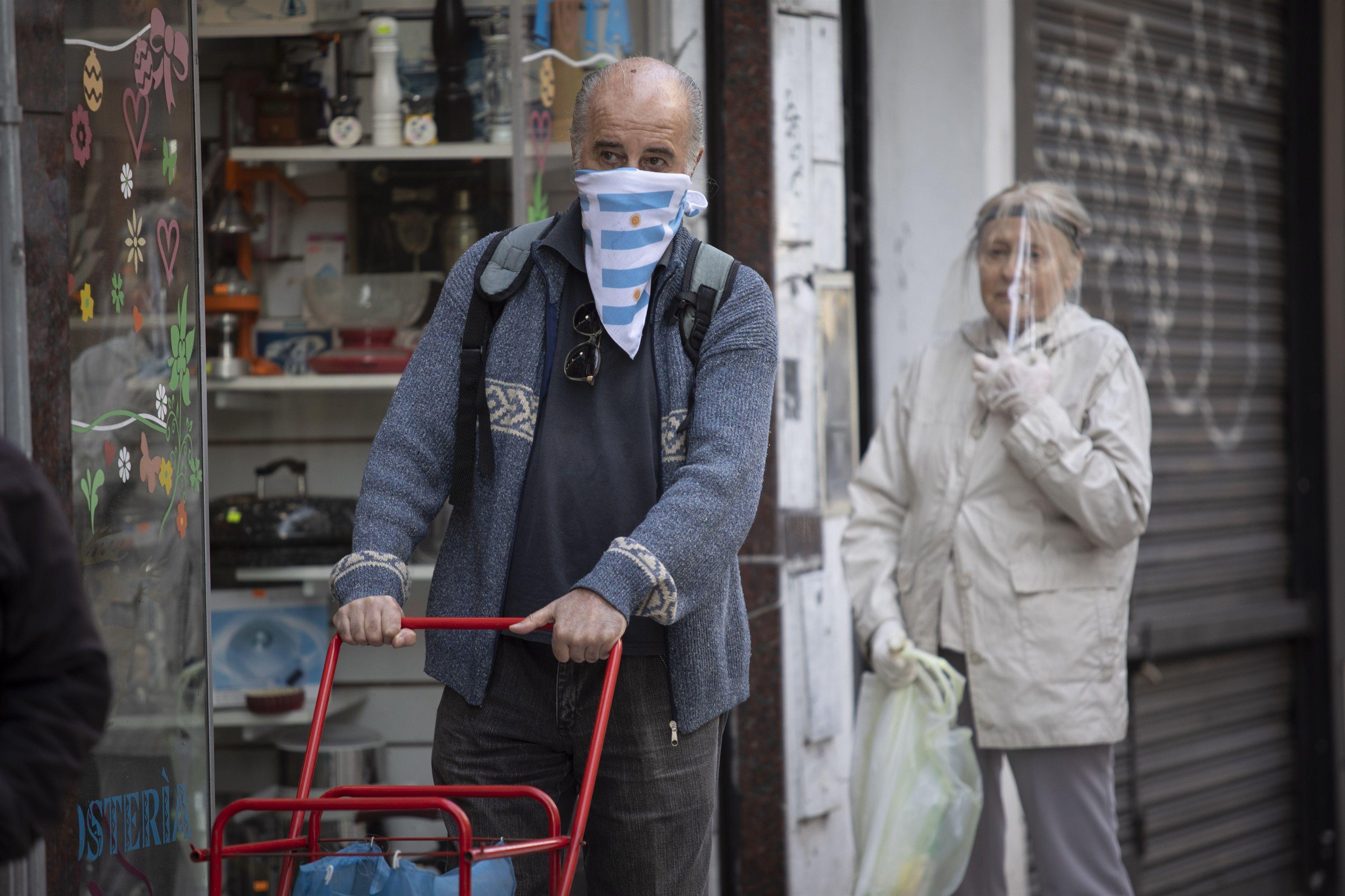 Los argentinos respetaron la cuarentena en forma estricta, saliendo solo para cubrir sus necesidades básicas, al comienzo del aislamiento / XINHUA NEWS