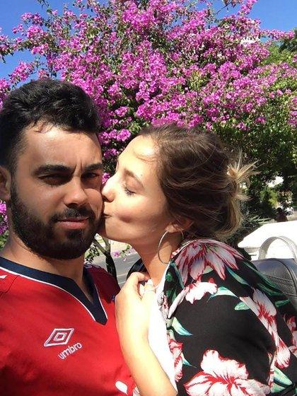 Daniel Montero (26) y Gabriela D'Amico (27) están en pareja hace dos años. Antes de la pandemia y del posterior cierre de fronteras se veían una vez por semana.