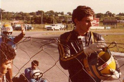 Senna en el Sudamericano de 1980 en Colonia. El chico que levanta el brazo izquierdo es el argentino Gustavo Der Ohanessian. (Archivo Gustavo Der Ohanessian)